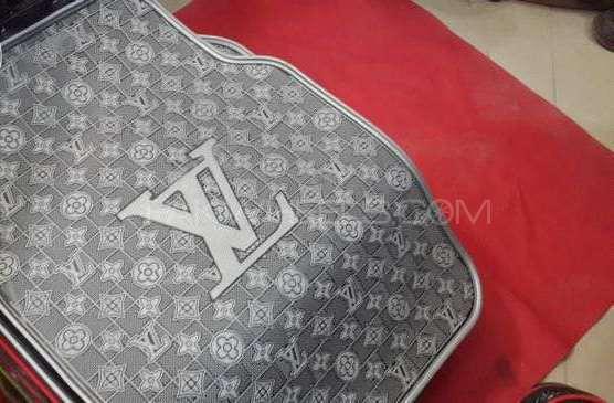 Louis Vuitton Lv Grey, Mats  Image-1