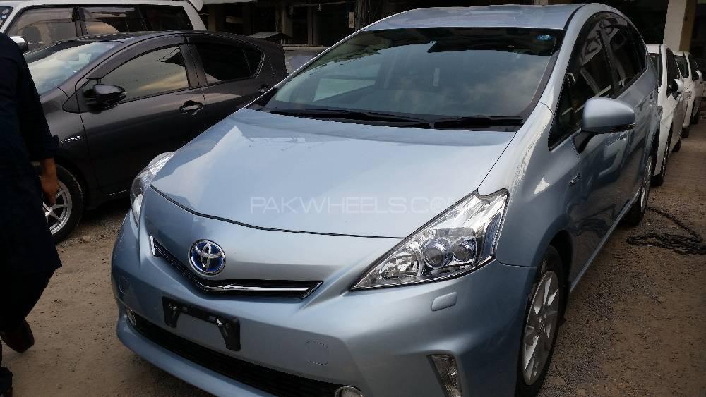 Toyota Prius Alpha S Touring 2012 Image-1