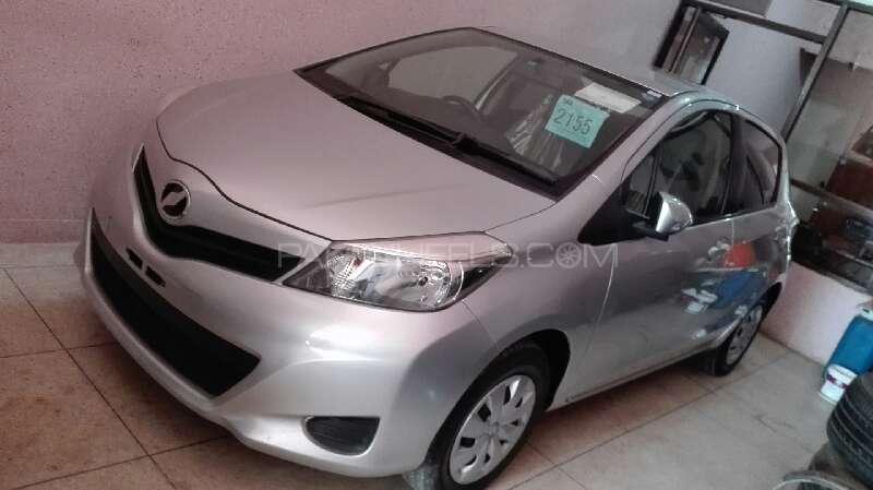 Toyota Vitz F Limited 1.3 2012 Image-1