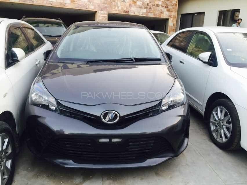 Toyota Vitz F Limited II 1.0 2015 Image-1