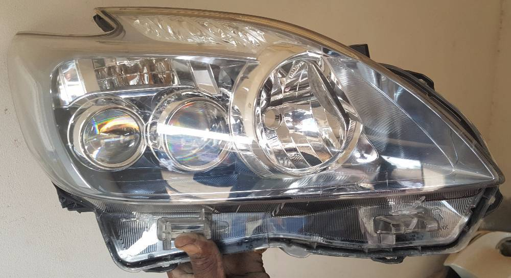 Prius G Touring Right Head Light Image-1