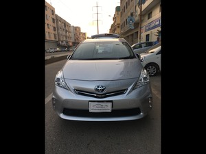 Toyota Prius Alpha S L Selection 2013 for Sale in Karachi