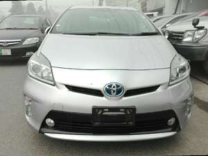 Toyota Prius S 1.8 2013 for Sale in Lahore
