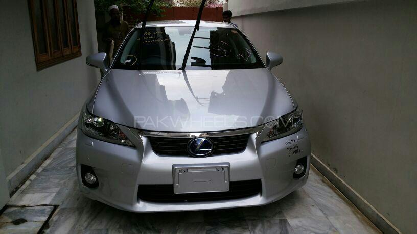 Lexus CT200h 2011 Image-1