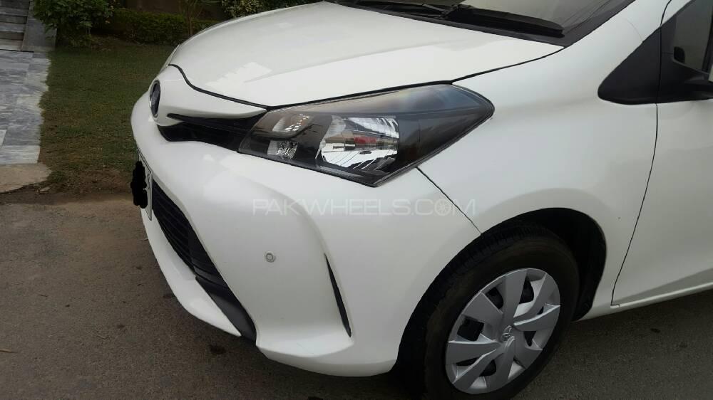 Toyota Vitz F 1.0 2016 Image-1