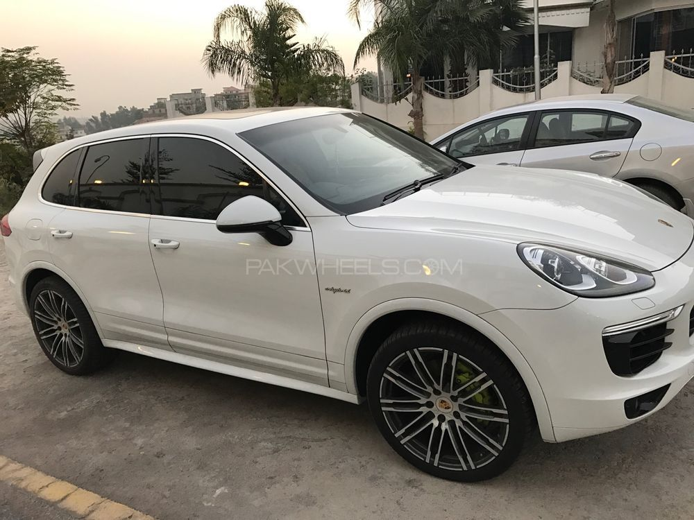 porsche cayenne s e hybrid 2015 for sale in islamabad pakwheels. Black Bedroom Furniture Sets. Home Design Ideas