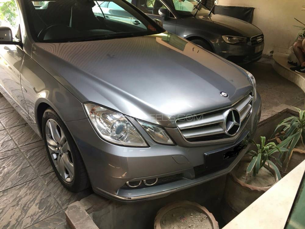 mercedes benz e class coupe e 200 2011 for sale in lahore pakwheels. Black Bedroom Furniture Sets. Home Design Ideas