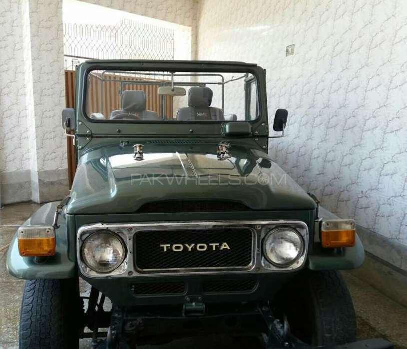 Toyota Land Cruiser FJ40 1983 Image-1