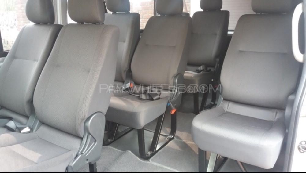 Toyota Hiace DX 2004 Image-1