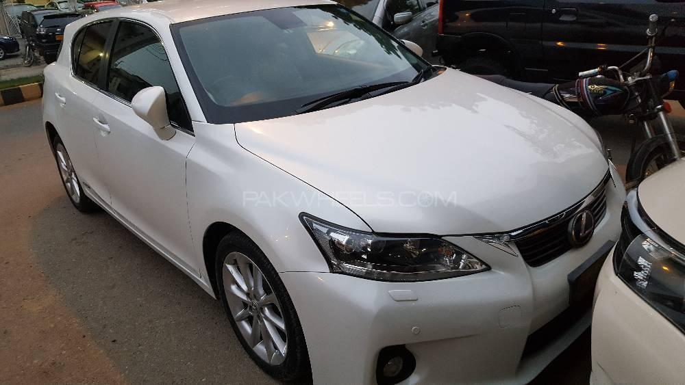 Lexus CT200h Version C 2011 Image-1