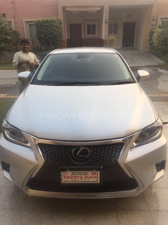 Lexus CT200h 2014 Image-1