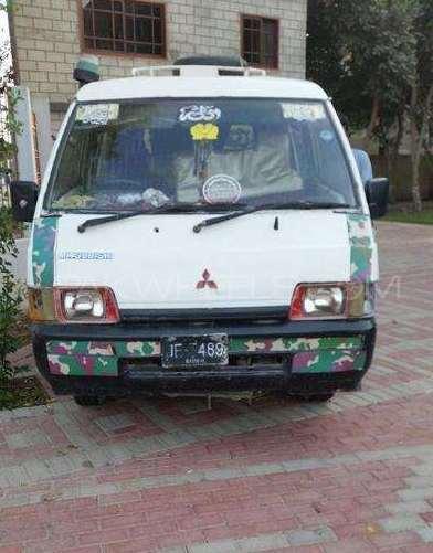 Mitsubishi Hiace 1993 Image-1