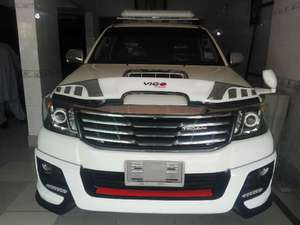 Toyota Hilux D-4D Automatic 2014 for Sale in Karachi