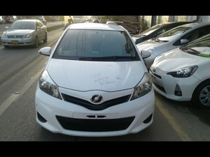 Toyota Vitz F 1.0 2013 for Sale in Karachi