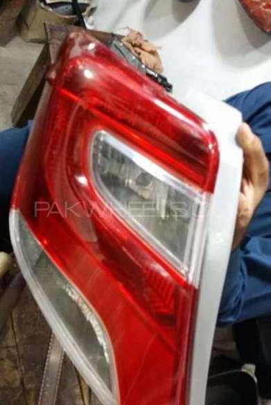 Toyota vitz 2014 back light Image-1