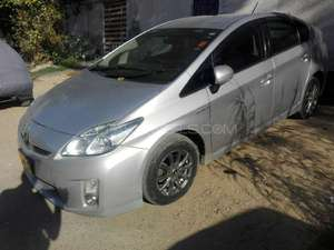 Toyota Prius S 1.8 2010 for Sale in Karachi