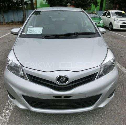 Toyota Vitz F Limited II 1.0 2011 Image-1