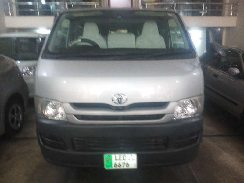 Toyota Hiace High-Roof 3.0 2009 Image-1