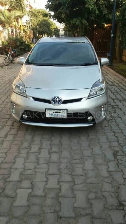 Toyota Prius S LED Edition 1.8 2016 Image-1