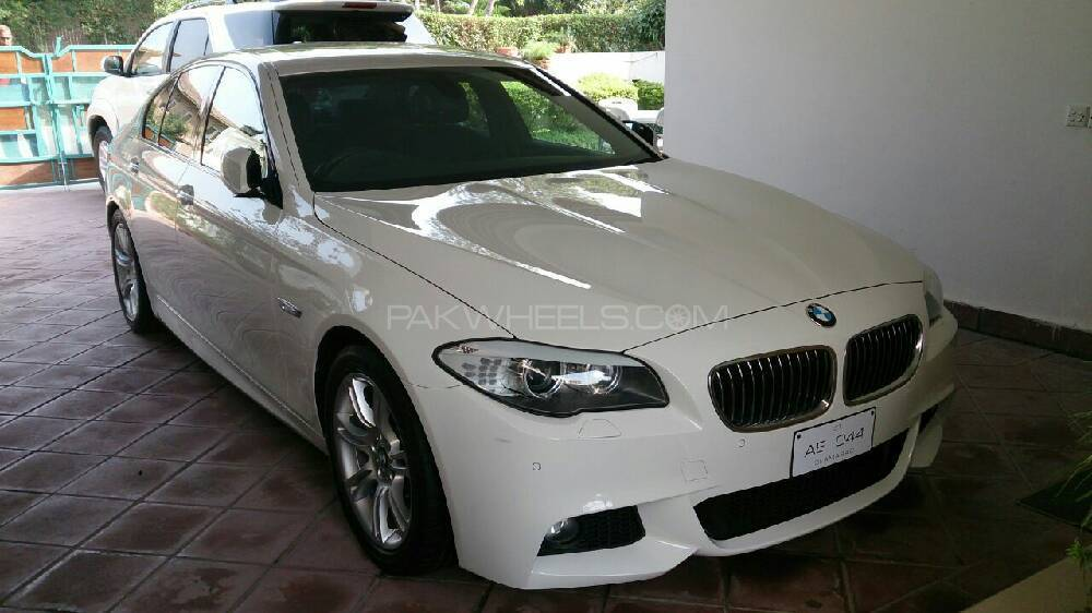 BMW 5 Series 523i 2011 Image-1