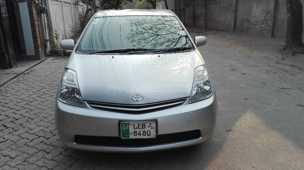 toyota prius 2010 for sale in lahore pakwheels. Black Bedroom Furniture Sets. Home Design Ideas