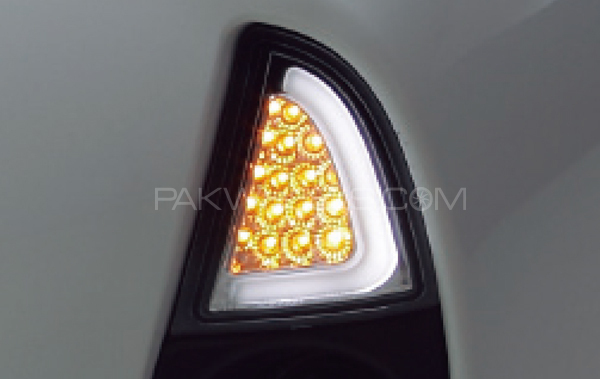 Toyota aqua drl 3d winker lens with turn signals japanese for Garage toyota lens