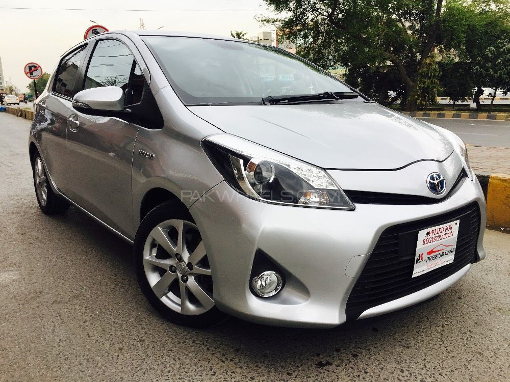 toyota yaris 2013 for sale in lahore pakwheels. Black Bedroom Furniture Sets. Home Design Ideas