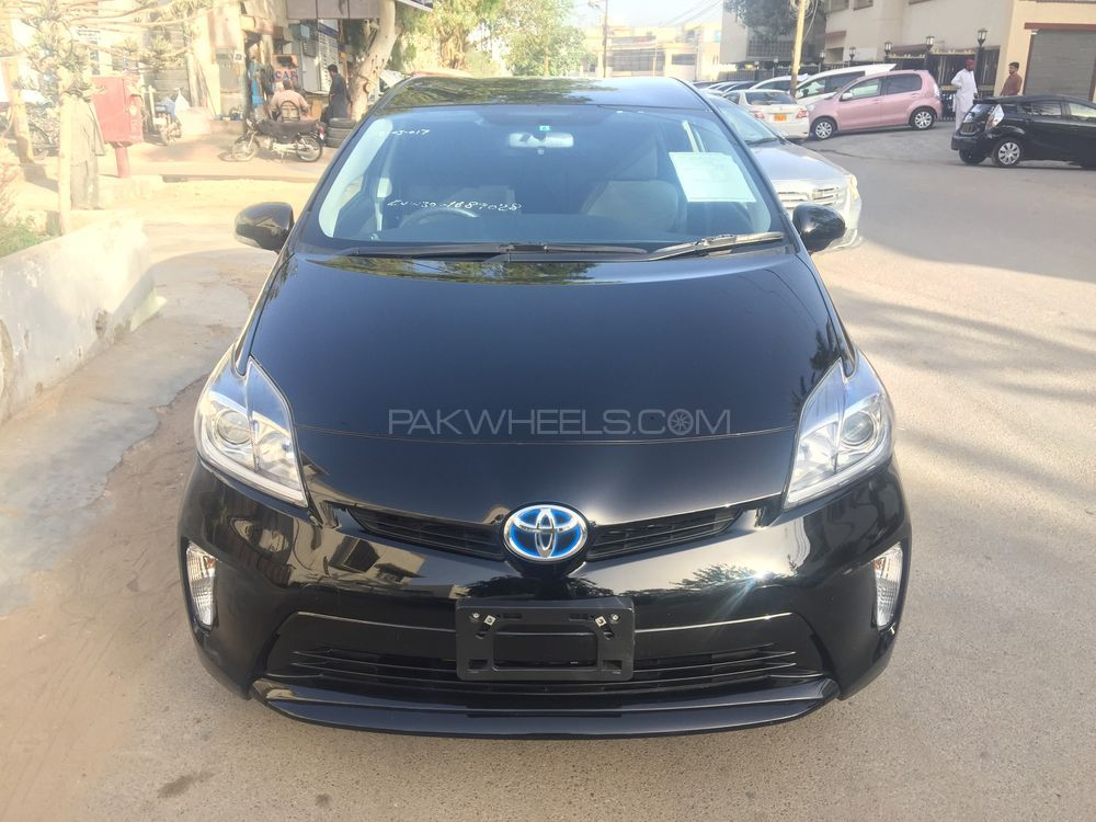 toyota prius s 1 8 2013 for sale in karachi pakwheels. Black Bedroom Furniture Sets. Home Design Ideas