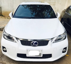 Slide_lexus-ct200h-f-sport-package-2013-15986408