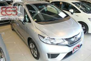 Slide_honda-fit-hybrid-f-package-2014-16118342