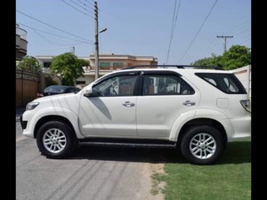 Slide_toyota-fortuner-2-7-automatic-2013-16150516