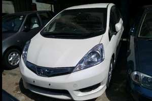 Slide_honda-fit-hybrid-f-package-2013-16199567