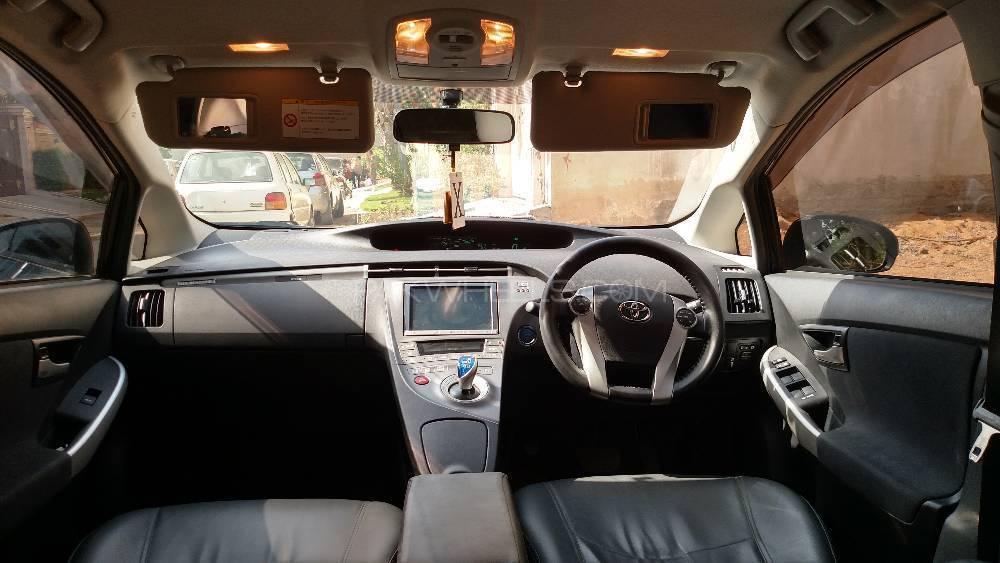 Toyota Prius PHV (Plug In Hybrid) 2012 Image-1