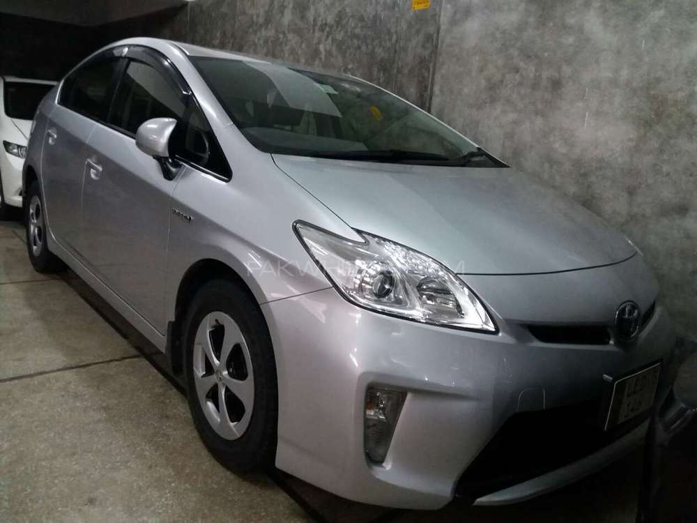toyota prius s 1 8 2012 for sale in lahore pakwheels. Black Bedroom Furniture Sets. Home Design Ideas
