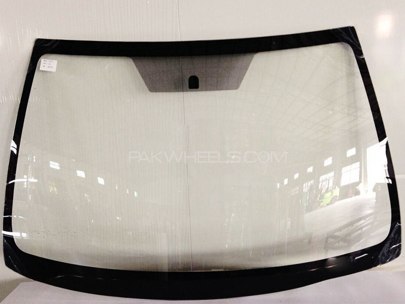 Windshield Prius 1500.cc w/o Rain sensor in Lahore