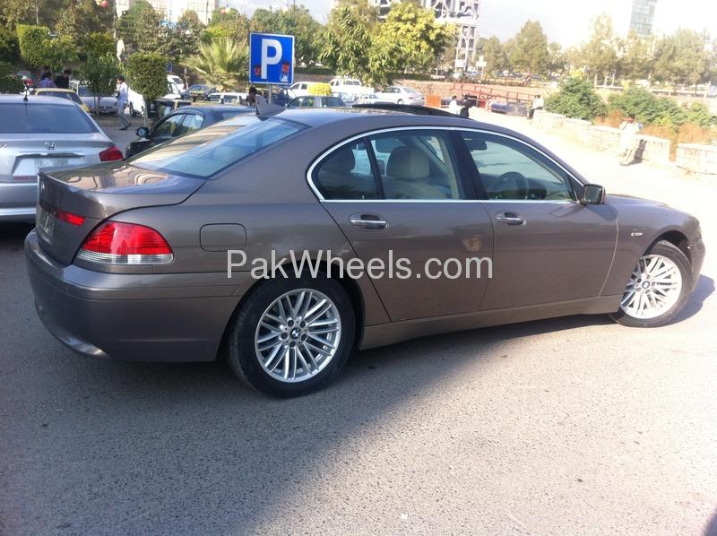 BMW 7 Series 2003 Image-6