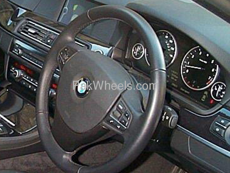 BMW 5 Series 525i 2010 Image-1
