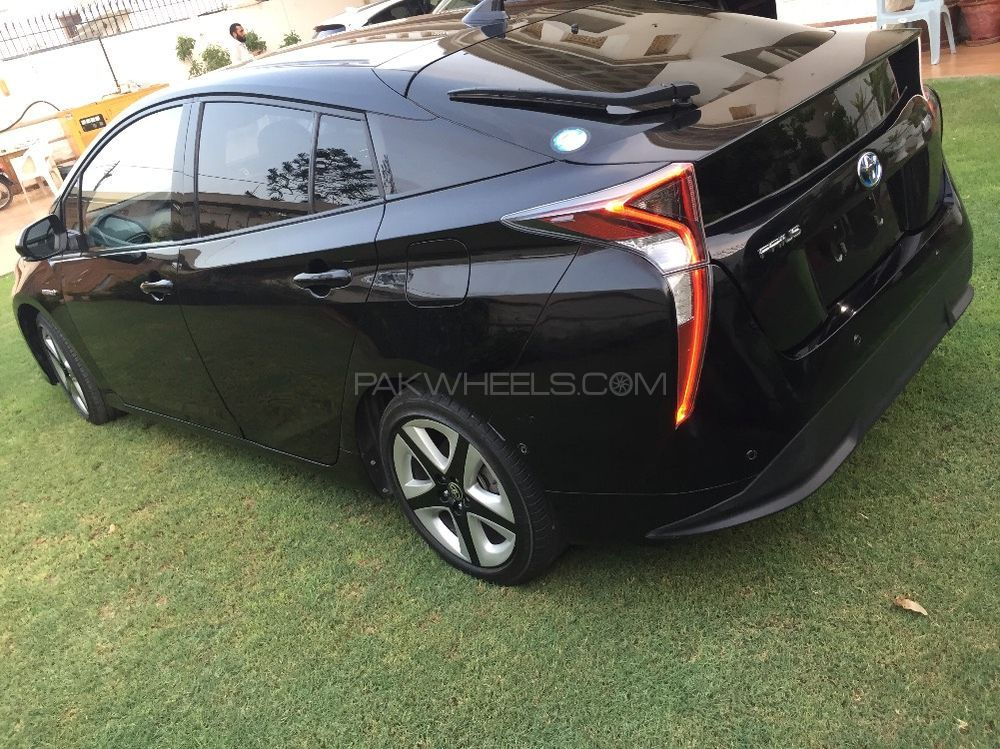 toyota prius g touring selection leather package 1 8 2015 for sale in karachi pakwheels. Black Bedroom Furniture Sets. Home Design Ideas