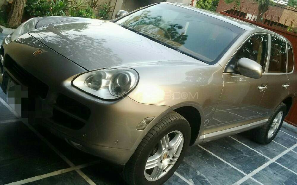 Porsche Cayenne Base Model 2006 Image-1