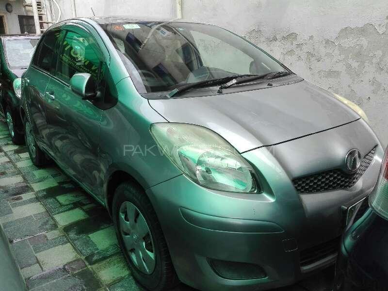 Toyota Vitz B 1.0 2010 Image-1