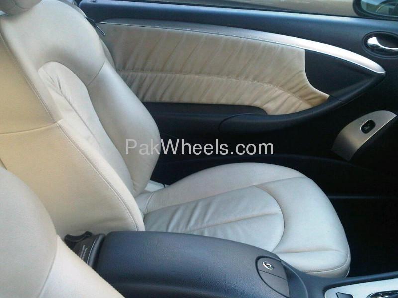 Mercedes Benz CLK Class CLK 200 2009 Image-4