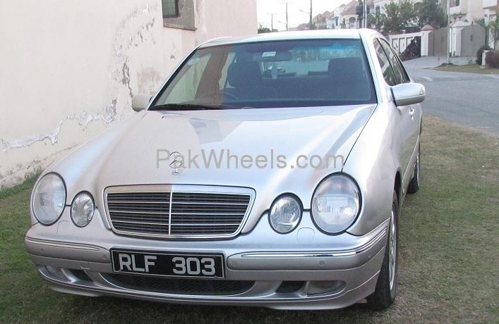 Mercedes Benz E Class E220 2001 Image-1
