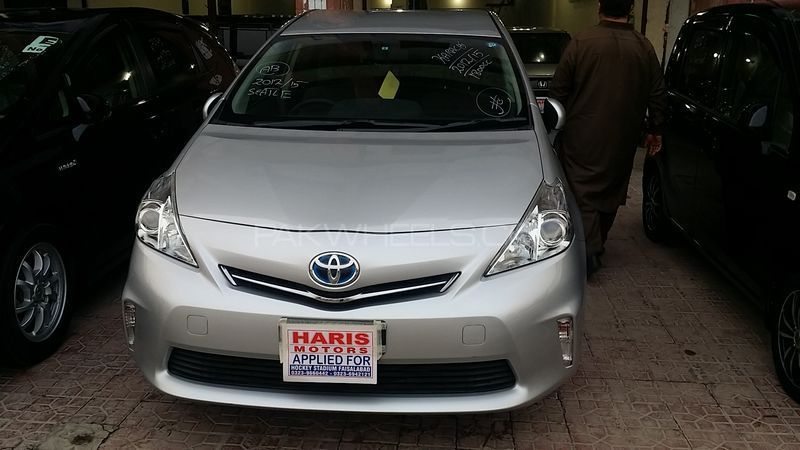 toyota prius alpha g 2012 for sale in lahore pakwheels. Black Bedroom Furniture Sets. Home Design Ideas