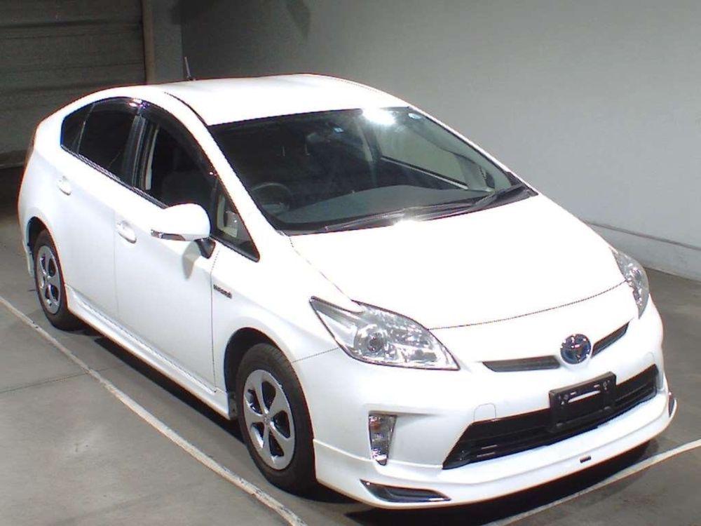 Toyota Prius L 1.8 2014 Image-1