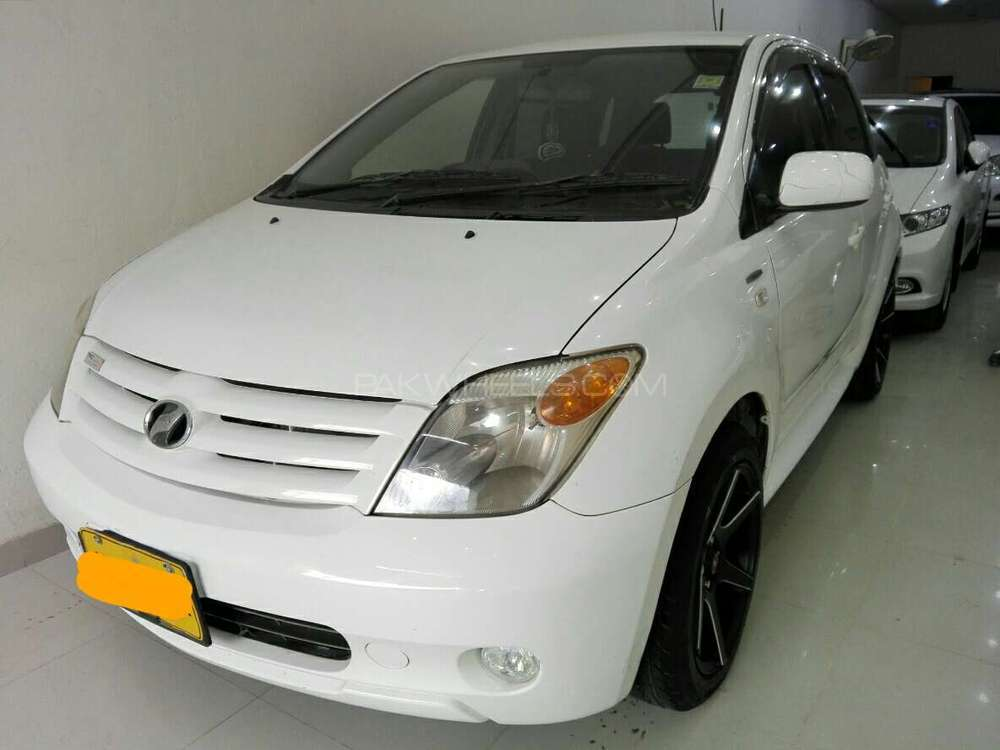 Toyota IST 1.3 F 2005 Image-1