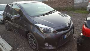 Slide_toyota-yaris-2014-17885105