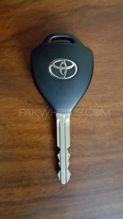 Toyota vitz/axio/passo original key  Image-1