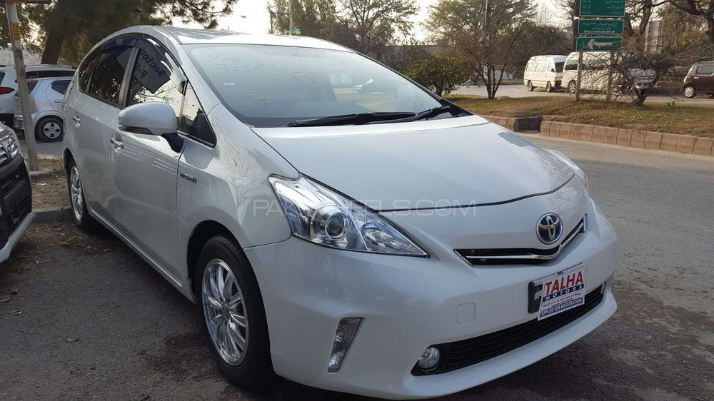 toyota prius alpha s touring 2015 for sale in islamabad pakwheels. Black Bedroom Furniture Sets. Home Design Ideas