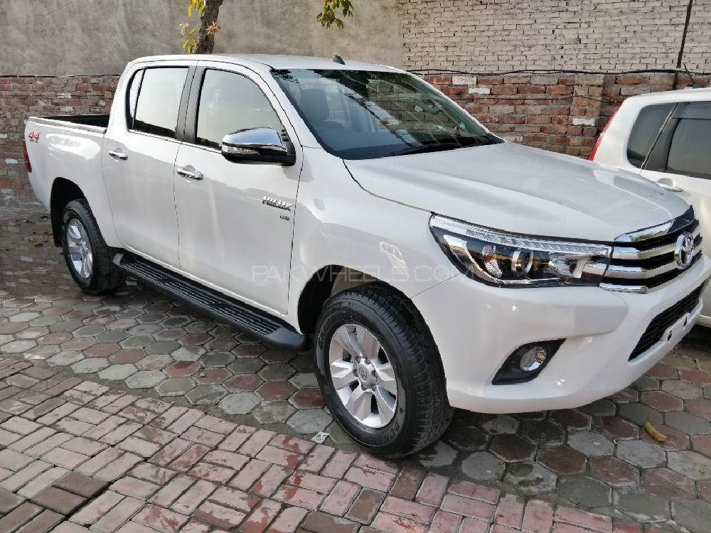 Toyota Hilux Revo G Automatic 3.0  2016 Image-1