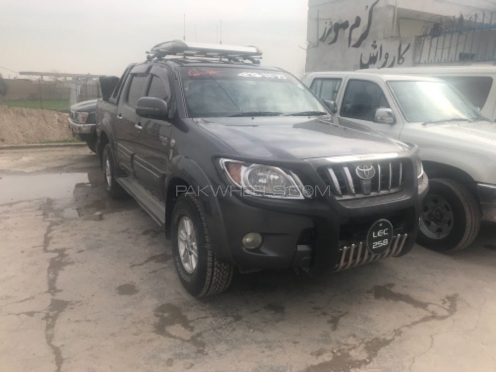 Toyota Hilux 4x4 Double Cab Standard 2011 Image-1